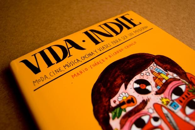 """Portada de """"Vida indie"""", nuevo libro de Mario Suárez y Ricardo Cavolo."""